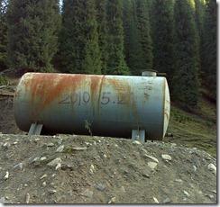徒步起点标志: 废弃油罐